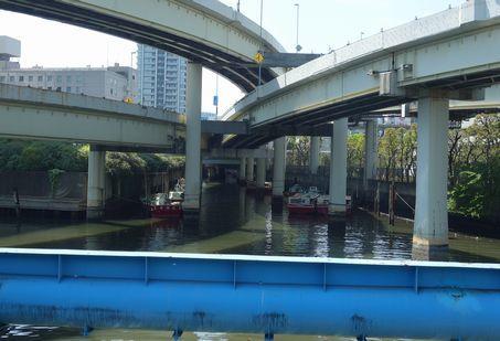 浜崎橋の下で