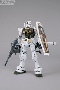 MG AAPE RX-78-2 GUNDAM GRN-CAMO (2)