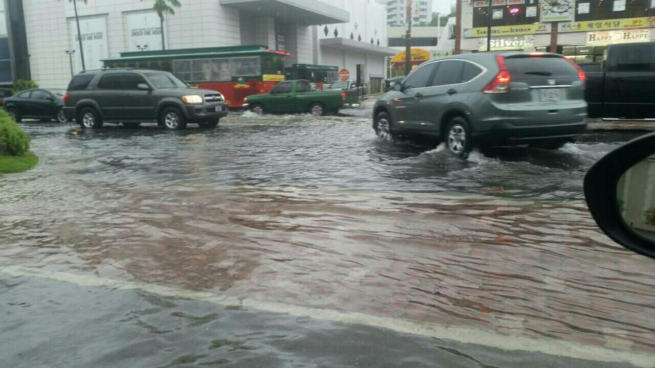 グアム道路冠水