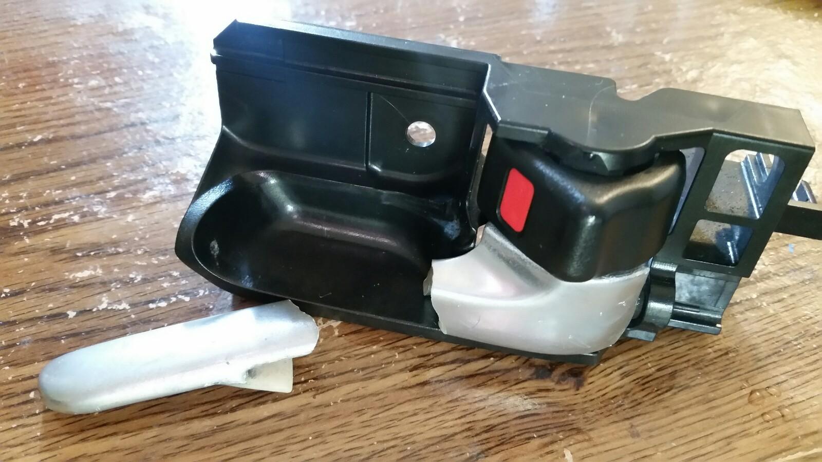 車プラスチック製ドアノブ折れた修理