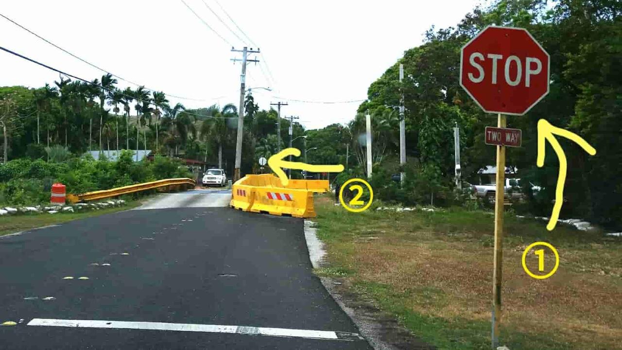 アメリカ グアム 標識 2way stop