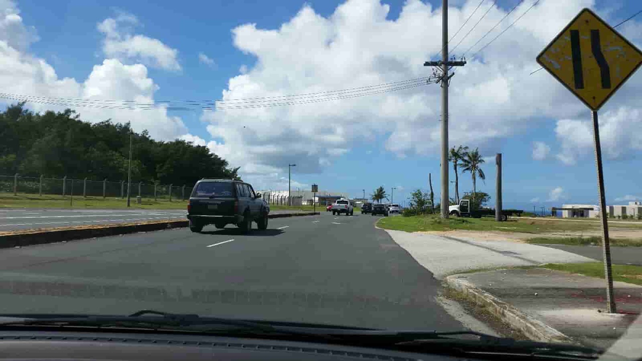 アメリカ グアム 標識 Lane Ends