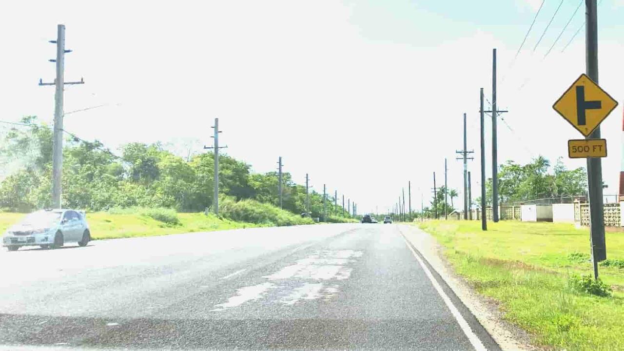 アメリカ グアム 標識 交差点