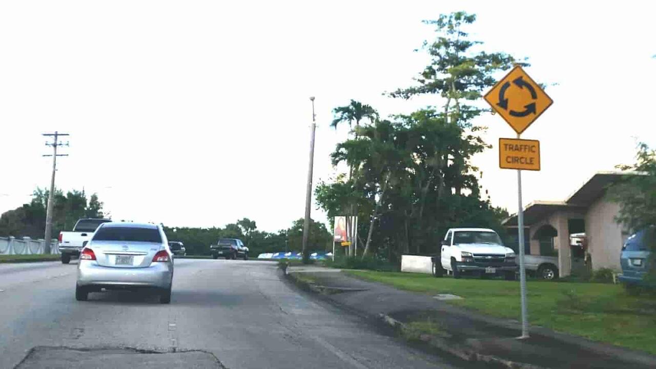 アメリカ グアム 標識 Traffic Circle