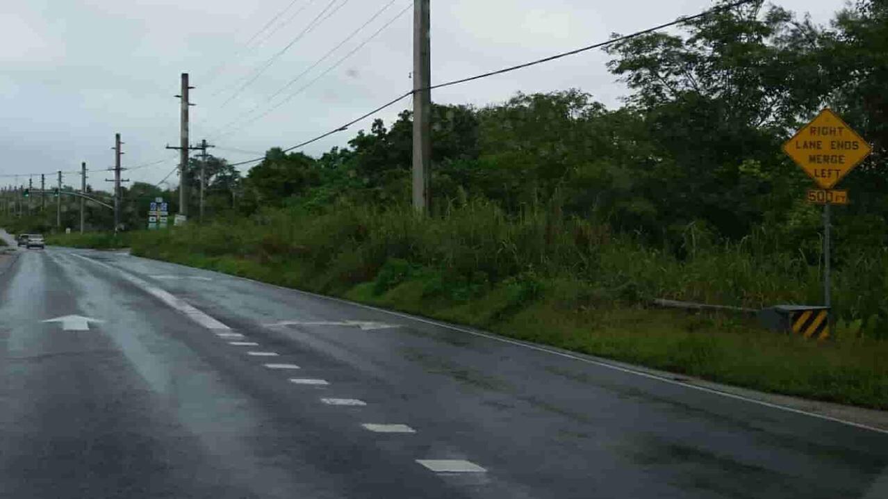 アメリカ グアム 標識 Right Lane Ends Merge Left