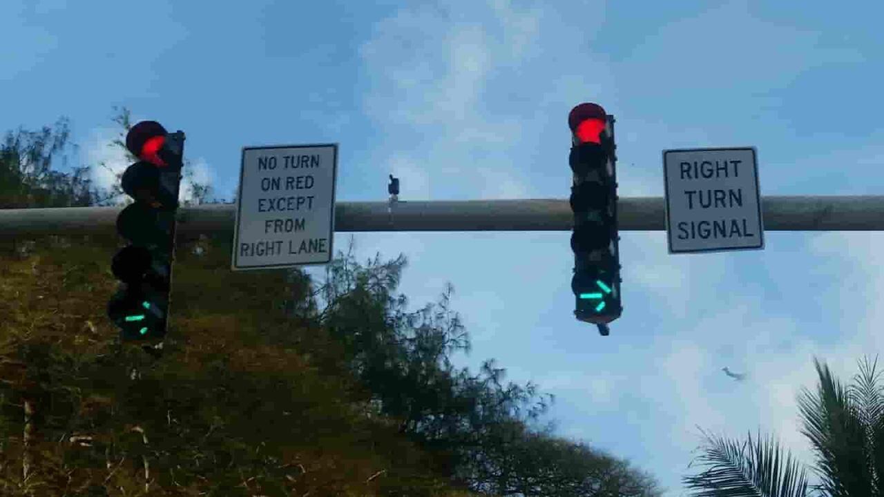 アメリカ グアム 標識 No Turn On Red Except From Right Lane