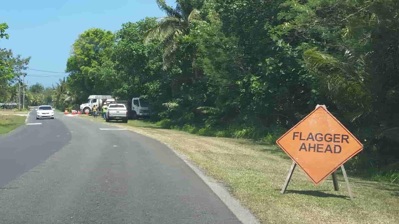 アメリカ グアム 標識 Flagger Ahead