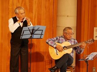高野さんのギター伴奏で