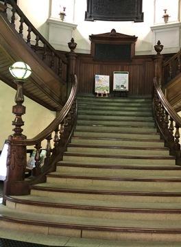 図書館の階段