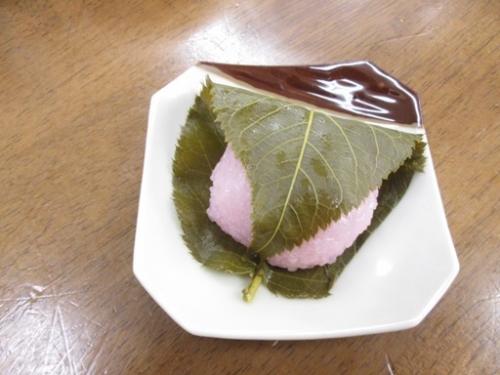 桜餅も頂きました。「和菓子久しぶり~」