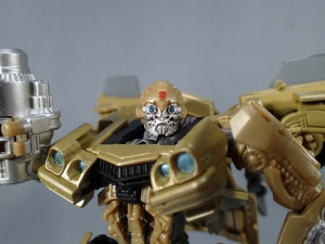 SDCC 2018 Bumblebee Retro Rock Garage Gold Bumblebee (1)