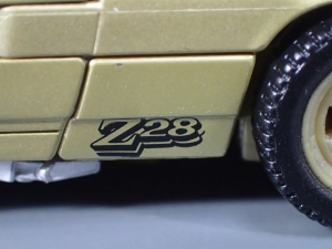 SDCC 2018 Bumblebee Retro Rock Garage Gold Bumblebee (15)