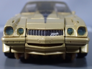 SDCC 2018 Bumblebee Retro Rock Garage Gold Bumblebee (16)