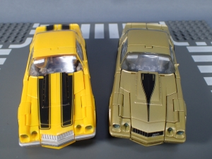 SDCC 2018 Bumblebee Retro Rock Garage Gold Bumblebee (21)