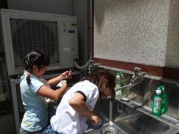 野外料理2 鍋磨き