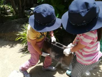 野外料理2 鍋運び