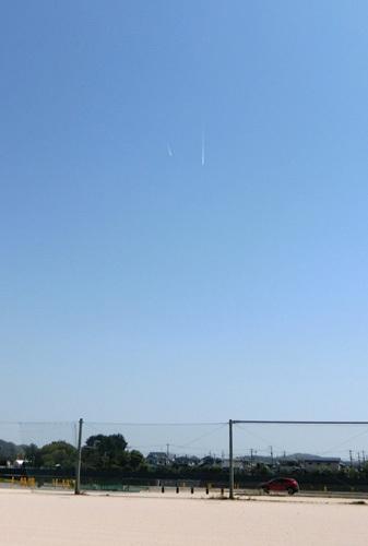 飛行機雲も2機!?