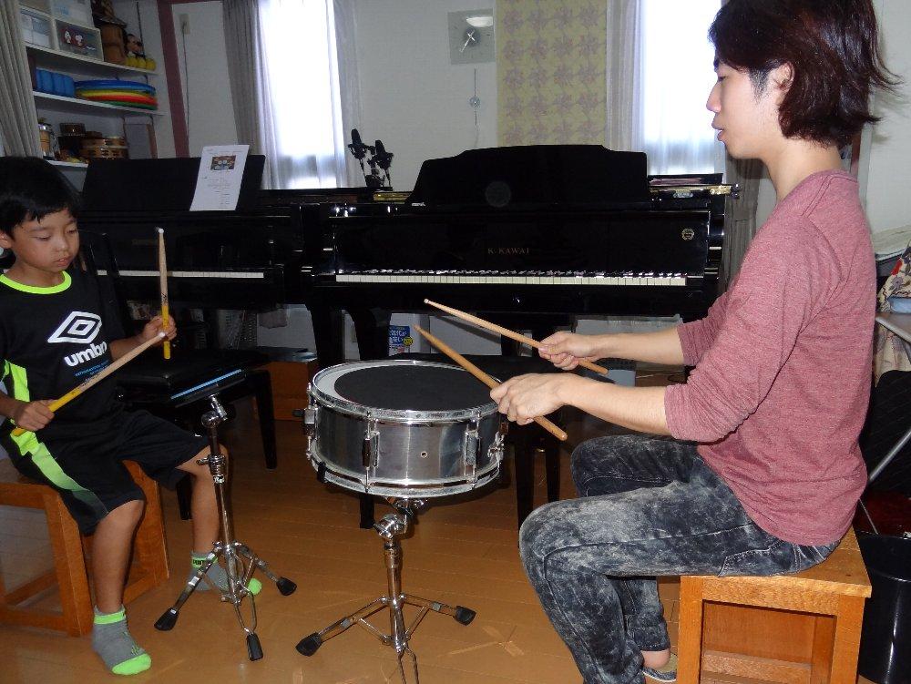 小学生のドラムレッスン パットの練習