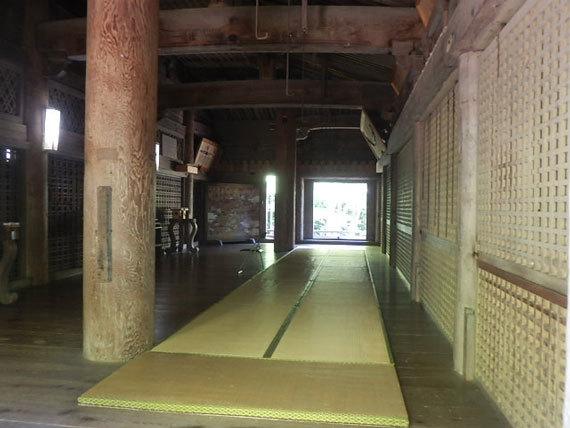 神宮寺本堂内