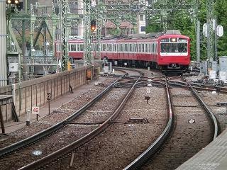 品川駅に入線してくる800形リバイバルカラー