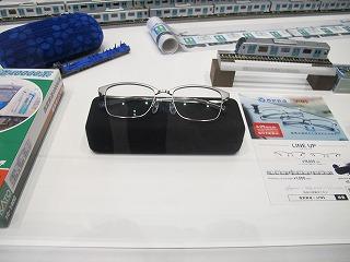 店舗入口近くで展示していた西武40000系メガネ