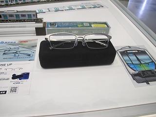 店舗入口近くで展示していた西武40000系メガネ ②