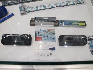 店舗入口近くで展示していた西武40000系メガネ ③