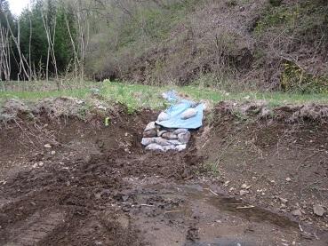 池の修復2