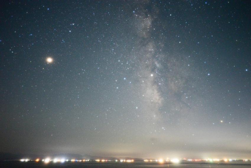 天の川と明るくなった火星