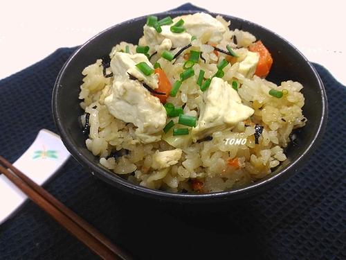 お豆腐とひじきの炊き込みご飯