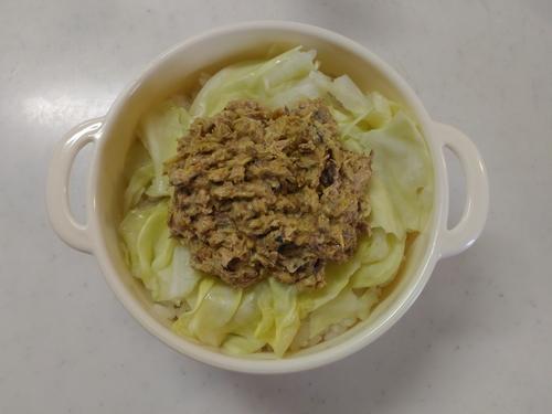 サバ水煮缶のカレー丼1