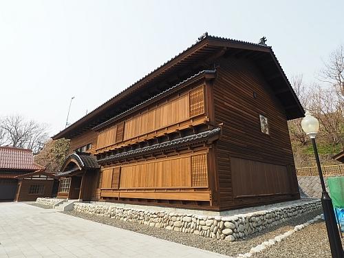 golden_kamui-tomari_kawamura01.jpg