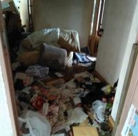 玄関のゴミの山