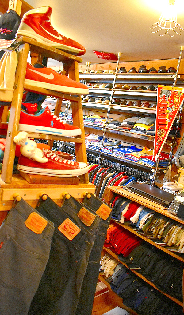 東京都北区王子ユーズドショップの古着屋カチカチ店内画像08