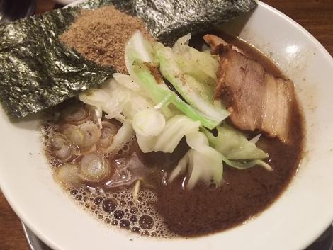 黒マー油らー麺+魚粉