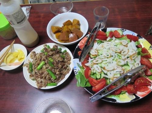 北海道アスパラと牛肉の炒め、ちくわサラダ