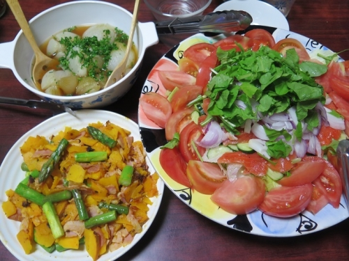 北海道アスパラとチンクワーのチャンプルー、生サーモンのサラダ