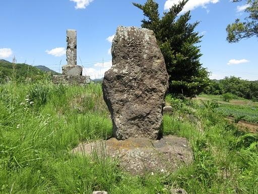 1号墳鎧塚神社石碑
