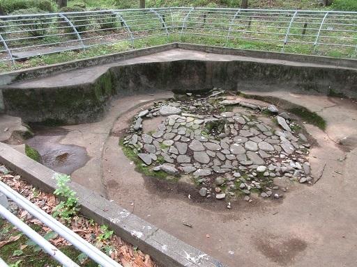 柄鏡形敷石建物跡