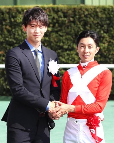 【競馬ネタ】G3勝ってガッツポーズする武豊さん見たら悲しくなった