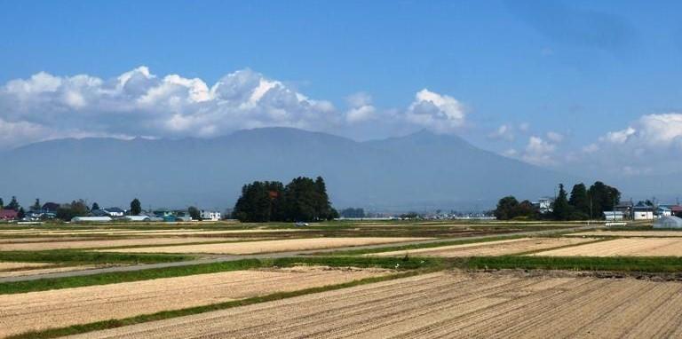 勝常寺のある会津盆地の田園風景