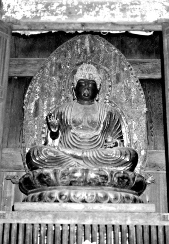 昭和46年に訪れた時撮影した、勝常寺・薬師如来像の写真