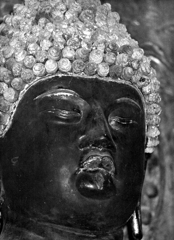 昭和46年に訪れた時に撮影した、勝常寺・薬師如来像の写真