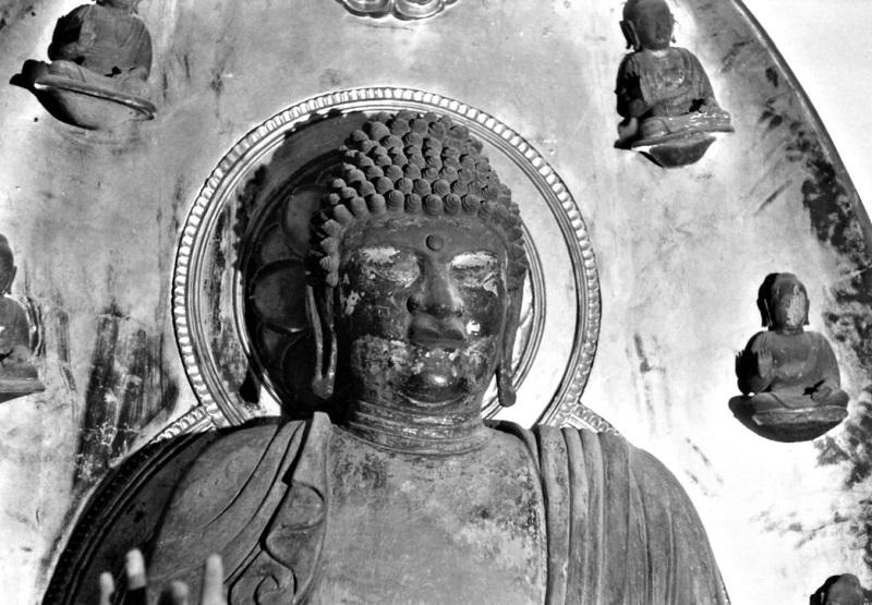 昭和46年訪問時に撮影した黒石寺・薬師像の写真