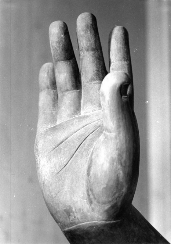 古保利薬師堂・薬師像の魅力あふれる手~昭和47年(1972)撮影写真