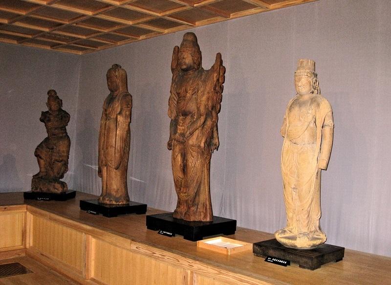 古保利薬師堂・収蔵庫に安置される諸仏