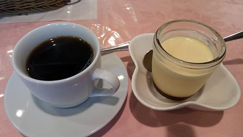 食後のコーヒーとプリン