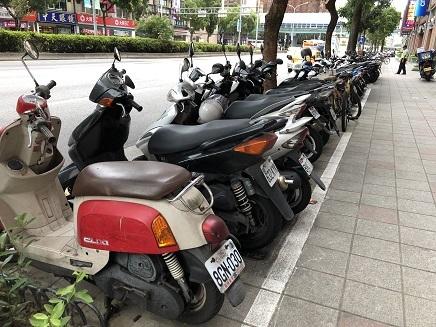 6272018 行儀が良いバイク駐車S1