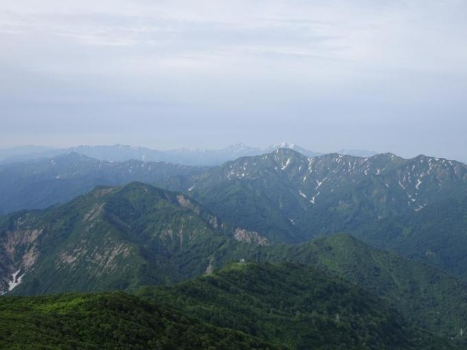 南岳から毛猛山塊と越後三山