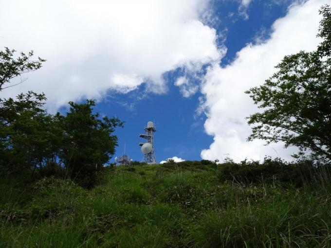 南側から山頂へ